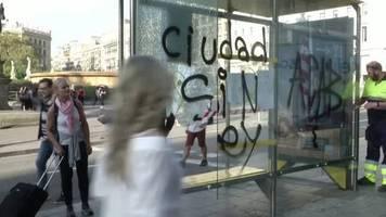 video: lage in barcelona: einwohner und touristen fassungslos
