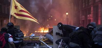 Radikale Separatisten liefern sich heftige Gefechte mit der Polizei