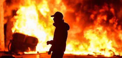 """bei der """"wahren schlacht"""" in barcelona wütet jetzt der antifa-block"""