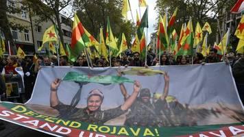 Militäroffensive in Nordsyrien: Tausende bei Kölner Kurden-Demo gegen türkischen Einmarsch