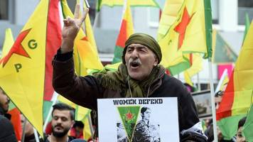 Tausende bei Kurden-Demo gegen Militäroffensive in Syrien