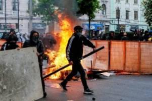 Militär: Chile im Chaos: Brandanschläge und drei Tote bei Unruhen