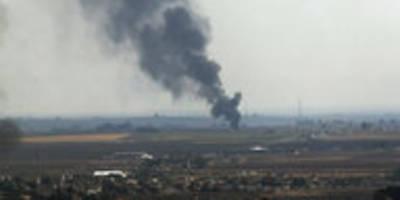 Türkische Angriffe in Syrien: Kurdenmilizen beginnen Rückzug