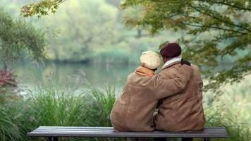 Altersvorsorge: Wegen steigender Lebenserwartung: Bundesbank empfiehlt Rente mit über 69