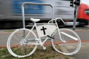 Unfälle: Elfjährige Radfahrerin stirbt bei Verkehrsunfall in Kisdorf