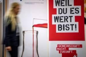 Tarife: Verhandlungspartner vor Chemie-Tarifrunde auseinander