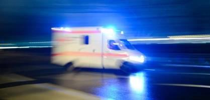 Familie verunglückt nach Hochzeit - Ein Toter und sechs Verletzte