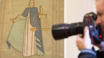 Hundehalterin unberechtigt gefesselt? Polizisten vor Gericht