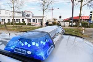 Einsatzkräfte entschärfen Fliegerbombe beim Bukowina-Institut in Augsburg