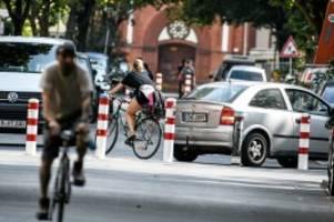 Verkehr: Fünf Straßen in Mitte sollen mit Pollern abgesperrt werden