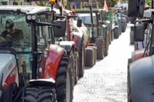 Hamburg: Treckerkorsos der Bauerndemo sorgen für Verkehrschaos