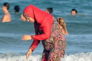 Kopftuchverbot: Kein Burkini für Schülerinnen unter zehn
