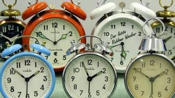 Repräsentative Umfrage: Zeitumstellung: Gesundheitliche Probleme nehmen zu