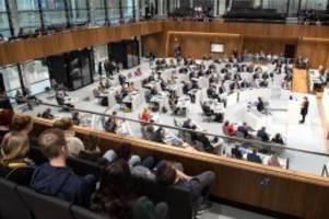 Landtag: Landtag: Debatte über Studentenwohnungen und Landwirtschaft