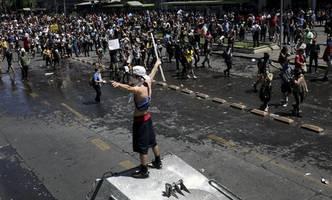 präsident piñera lenkt nach unruhen ein und verspricht reformen
