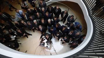 fünfstündige verzögerung - eklat im kongress: us-republikaner stürmen ukraine-anhörung
