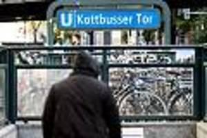 Fall in Berlin  - Mann vor U-Bahn geschubst: Polizei nimmt erneut einen Verdächtigen fest