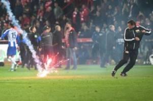 Fußball: Fan-Forscher Claus: Pyrotechnik-Debatte zu pauschal