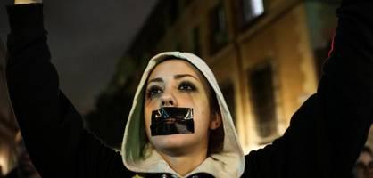 Bewusstlose 14-Jährige vergewaltigt – Tausende protestieren gegen Urteil