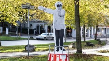 Zwei Monate nach Diebstahl: Gestohlenes Heinz-Erhardt-Denkmal steht wieder