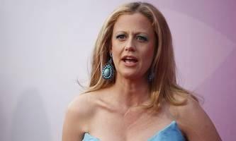Schöneberger meldet sich nach Make-up-Shitstorm zu Wort