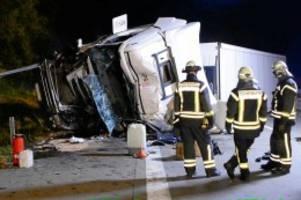 Verkehrsunfall: Wodka-Laster auf Autobahn umgekippt – stundenlange Sperrung