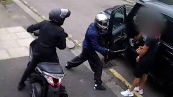 fc-arsenal-spieler: neues Überwachungsvideo zeigt brutalen angriff auf Özil und kolasinac