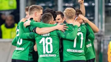 europa league: gladbach gewinnt dank thuram gegen rom und wahrt chance