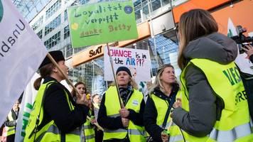 Frankfurt: Luftbegleiter von Lufthansa streiken am Freitag weiter