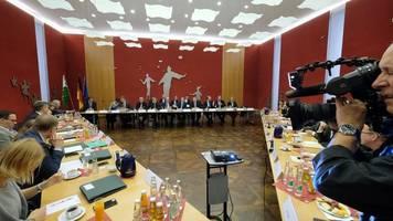 Koalitionsverhandlungen in Sachsen geräuschlos