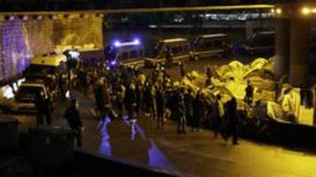 paris: polizei räumt illegale flüchtlingscamps
