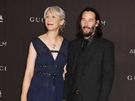 Ist das Helen Mirren?: Keanu Reeves' Neue sorgt für Verwirrung