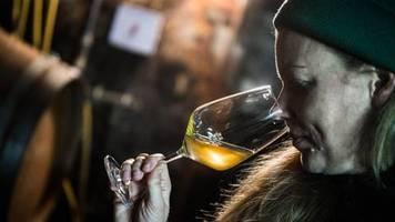 Neues Geschmackserlebnis: Ein neuer Trend bei Winzern? Was Orange-Wein ist und warum Sie ihn probieren sollten