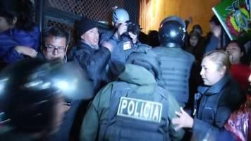 Cochamba: Polizisten protestieren gegen Boliviens Präsident Morales – und wechseln damit die Seiten