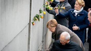 30 Jahre nach der Öffnung - Mauerfall-Gedenken: Merkel mahnt zum Einsatz für Freiheit