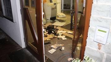augsburg: bankautomat gesprengt – 50-euro-scheine fliegen herum