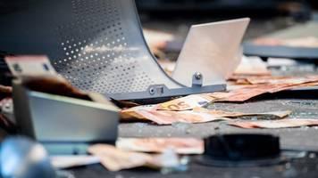 filiale in augsburg verwüstet - bankautomat gesprengt: chaos voller 50-euro-scheine