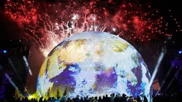 Party zum Mauerfalljubiläum endet mit großem Feuerwerk
