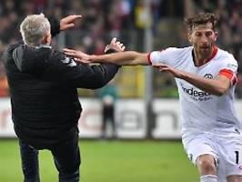 SGE-Kapitän attackiert Streich: Abraham rastet bei Freiburg-Sieg aus