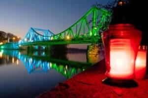 30 Jahre Mauerfall: Brückenschlag beendet Mauerfall-Feier