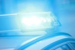 Großensee: Strohballen in Flammen: Feuerwehr geht von Brandstiftung aus