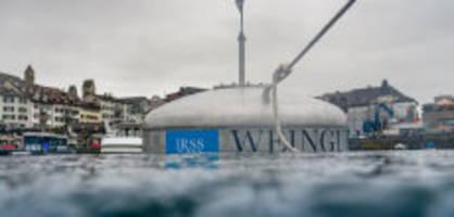 Rapperswil SG: Hier schwimmen 900 Liter Wein im Zürichsee