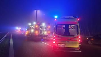 Autofahrer steigt nach Unfall aus und wird überrollt: tot