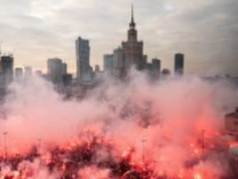warschau: zehntausende bei rechtsextremen unabhängigkeitsmarsch