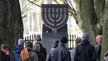 Nachrichten aus Deutschland: 18-jähriger Fahranfänger stört mutwillig Gedenkfeier zur Reichspogromnacht