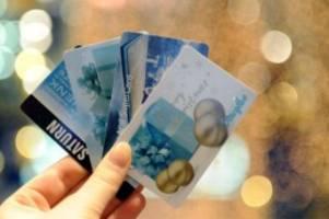 Umfrage: Bargeld und Gutscheine bleiben Weihnachtsgeschenk-Hits