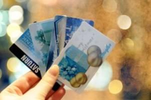 Weihnachten: Deutsche verschenken am liebsten Geld und Gutscheine