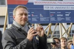 Parteien: Lindner fordert mehr Meinungsfreiheit vor der Uni Hamburg
