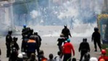 Bolivien: Evo Morales unterwegs nach Mexiko - Militär unterstützt Polizei