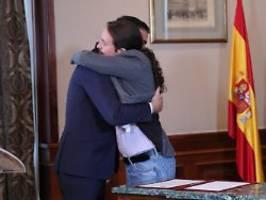 Einigung auf Koalition steht: Diese Umarmung lässt Spanien hoffen